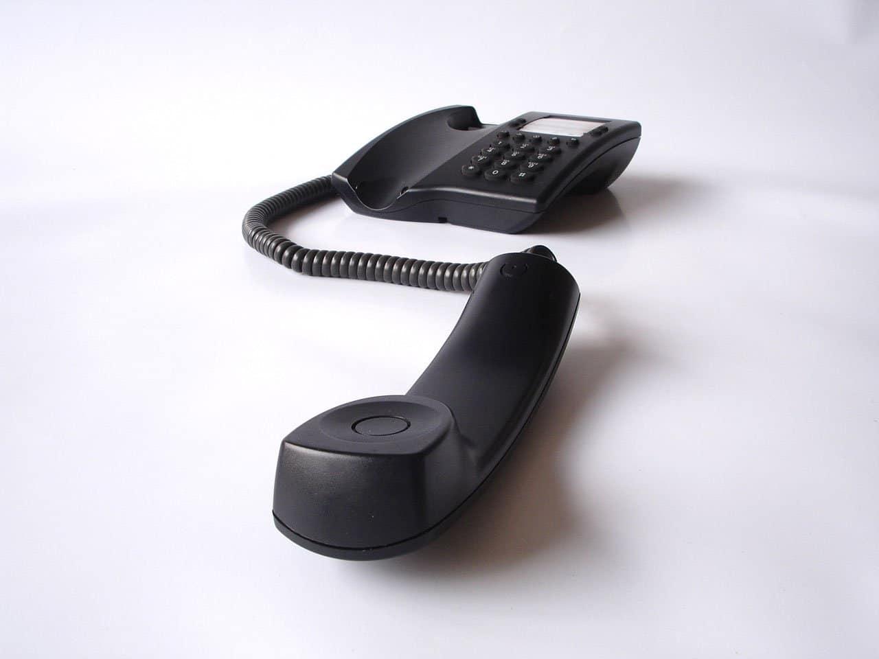 วาง router ให้ห่างจากโทรศัพท์บ้านและสิ่งรบกวนต่างๆ วาง router ให้ห่างจากโทรศัพท์บ้านและสิ่งรบกวนต่างๆ